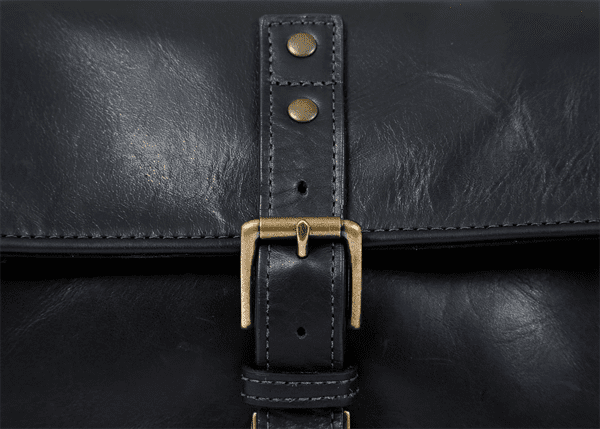 ona_bowery_black_leather_detail_verschluss.png