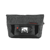 Peak_Design_Field_Pouch_Charcoal_mit_Capture_montiert_a.png
