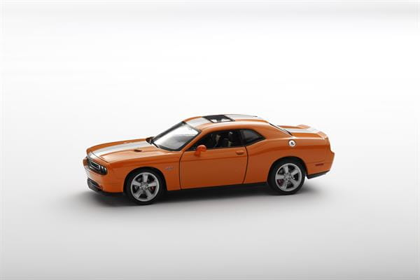 Welly_Dodge_Challenger_SRT_orange_124_2.jpg
