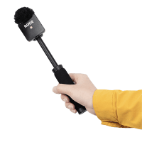 SmallRig_Rode_Wireless_Go_Handgriff_fuer_Interview_3182_in_Hand_a.png